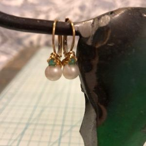 Jewelry - 14kt emerald and pearl earrings ❇️